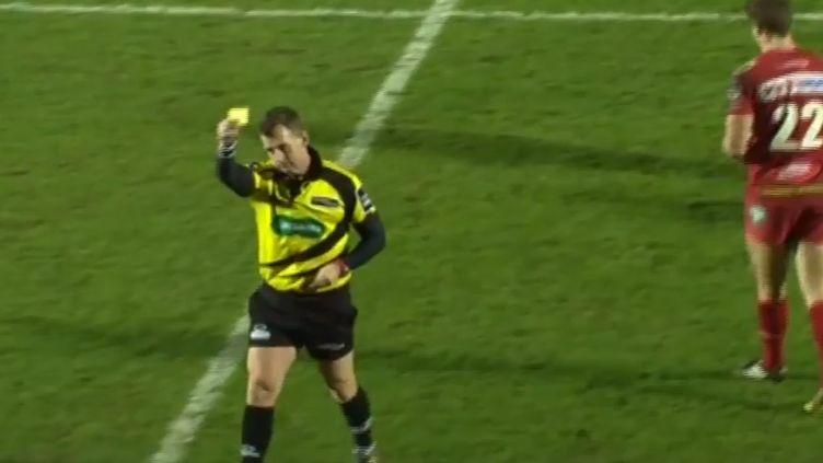 Nigel Owens adresse un carton jaune en plein match à... un ramasseur de balle