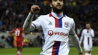 L'attaquant lyonnais Nabil Fekir célèbre un but, jeudi 23 février, à Lyon. (JEAN-PHILIPPE KSIAZEK / AFP)