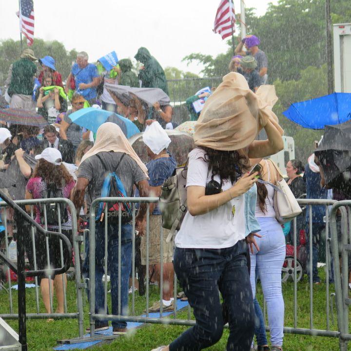 Le discours d'Hillary Clinton en Floride a été interrompu par la pluie le 5 novembre 2016. (FRANCEINFO / NICOLAS MATHIAS)