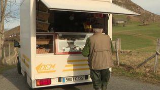 Hautes-Pyrénées : une épicerie ambulante pour maintenir le lien social dans les villages isolés (France 3)