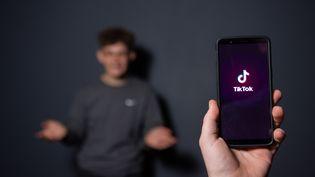 L'application Tiktok lancée sur un smartphone, le 14 décembre 2018, à Paris. (AFP)