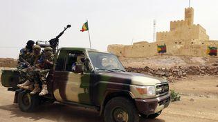 Des soldats maliens patrouillent à Kidal (Mali), le 29 juillet 2013. (KENZO TRIBOUILLARD / AFP)