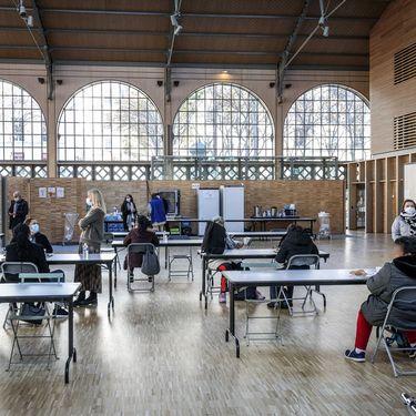 La Halte Femmes, un lieu d'accueil de jourdes personnes sans domicile, au Carreau du Temple, à Paris, le 5 novembre 2020. (MAXPPP)