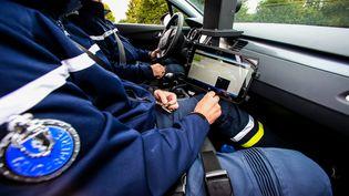 Un radar mobile embarqué dans une voiture de la gendarmerie de Niort, le 14 octobre 2016. (MAXPPP)