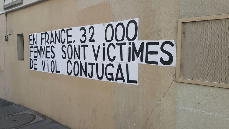 Une affichage de sensibilisation sur les violences faites aux femmes, à Paris, le 11 février 2020. (GARO / PHANIE / AFP)