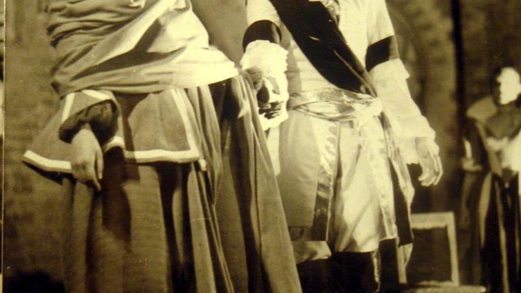 """Gérard Philipejoue """"Le Prince de Hombourg"""" de Kleist au Festival d'Avignon dans la Cour d'honneur du Palais des Papes, en 1952  (MAXPPP)"""
