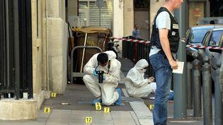 La police enquête après un règlement de comptes à Marseille -Bouches-du-Rhône), le 1er septembre 2013. (MAXPPP)