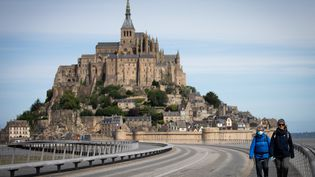 Le Mont-Saint-Michel attire le tourisme dans la Manche. Photo d'illustration. (LOU BENOIST / AFP)