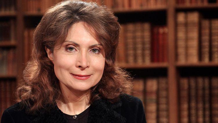 """La philosophe Monique Canto-Sperber sur le plateau de l'émission """"Bibliothèque Médicis"""", le 11 février 2004. (ERIC FEFERBERG / AFP)"""