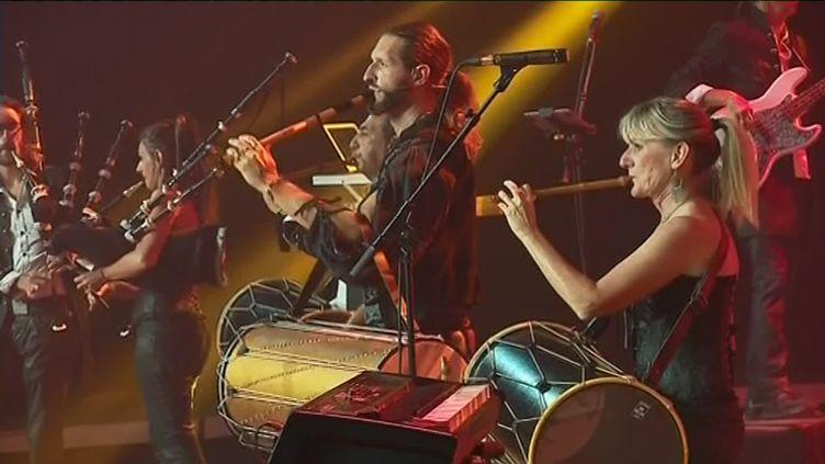 Le groupe arlésien Le Condor en concert le 12 août 2019 au festival de danses et de musiques du monde de Confolens. (C. Guinot / France Télévisions)