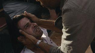 """Une scène du film """"Abou Leila"""", avec au premier plan S., incarné par le comédien Slimane Benouari. (ABOU LEILA/UFO DISTRIBUTION)"""