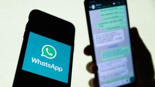 La messagerie Whatsapp sur un téléphone en Pologne, le 27 août 2021. (JAKUB PORZYCKI / NURPHOTO / AFP)