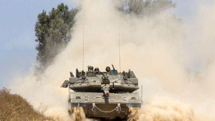 Un char israélien le long de la frontière avec la Bande de Gaza, vendredi 6 mai 2016. (JACK GUEZ / AFP)