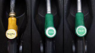 Le diesel, avantagé par sa fiscalité, est le carburant préféré des Français. (PATRICK KOVARIK / AFP)