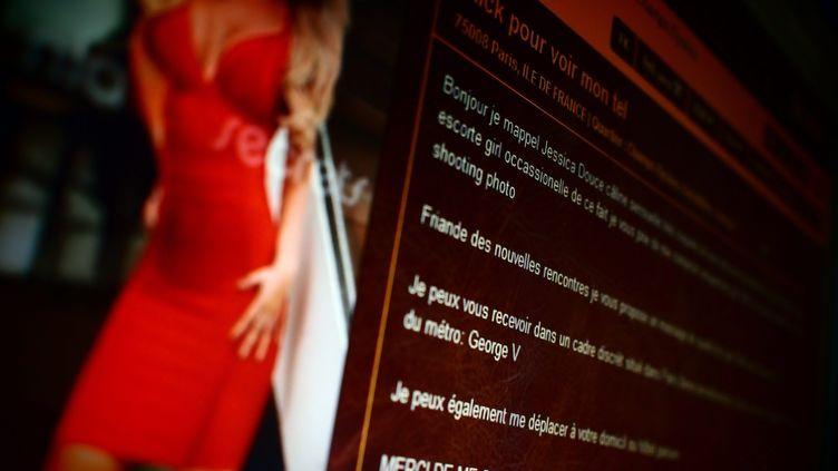 Un site internet en libre accès propose des annonces de rencontres avec des escort-girls (photo d'illustration). (BRUNO LEVESQUE / MAXPPP)