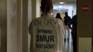 Les personnels des urgences de l'hôpital de Saint-Nazaire (Loire-Atlantique), en grève depuis le 10 mai 2019, poursuivent leur mobilisation, le 12 juin 2019. (ESTELLE RUIZ / NURPHOTO / AFP)