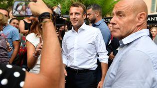 Emmanuel Macronlors d'un bain de foule àBormes-les-Mimosas (Var), le 27 juillet 2019. (GERARD JULIEN / AFP)