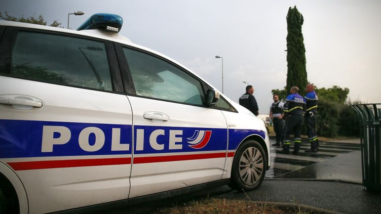 Une voiture de police à Valence (Drôme) le 10 juillet 2020. (NICOLAS GUYONNET / HANS LUCAS / AFP)