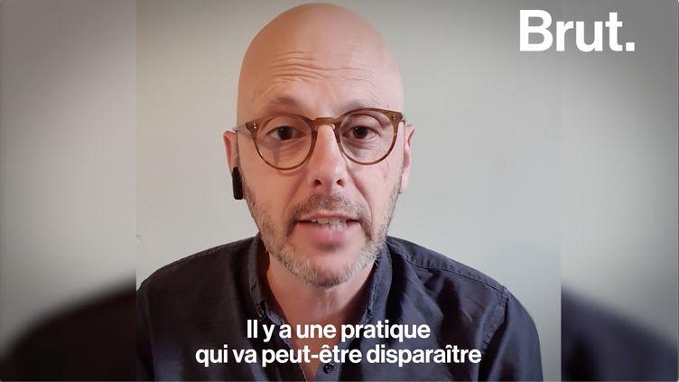 VIDEO. L'historien Thomas Snegaroff nous raconte l'histoire de la bise (BRUT)