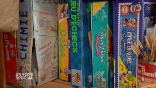 Envoyé spécial. Alimentation, vêtements, jouets pour les enfants… dans cette famille, tout provient du troc (ENVOYÉ SPÉCIAL  / FRANCE 2)