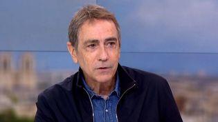 Alain Chamfort au 13 h de France 2 le 31 octobre 2016  (France2/culturebox)