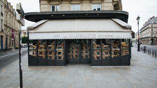 Un restaurant fermé à Paris, le 4 mai 2020. (MARIE MAGNIN / HANS LUCAS / AFP)
