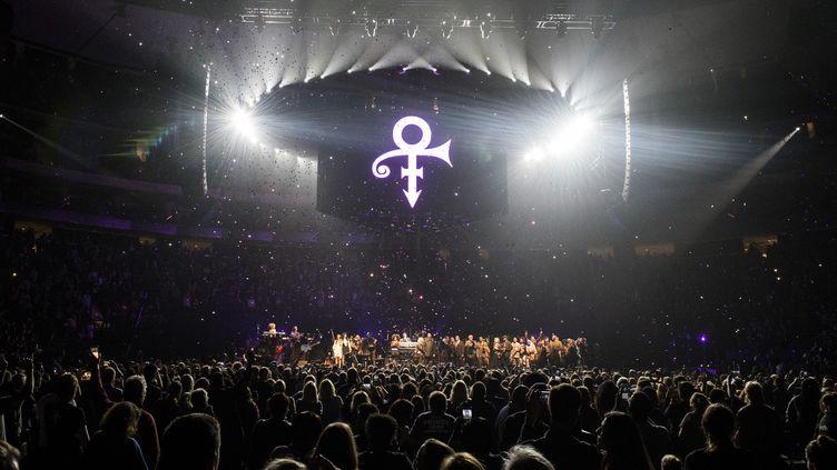 Le concert d'hommage à Prince le 13 octobre 2016 au Xcel Energy Center deSaint Paul, dans le Minnesota.  (STEPHEN MATUREN / AFP)