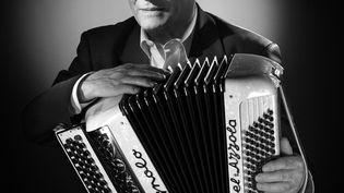 L'accordéoniste Marcel Azzola, à Paris, en 2010. (STUDIO HARCOURT PARIS / AFP)