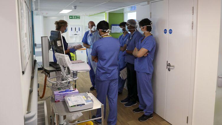 Des médecins dans un hôpital de Slough, en Angleterre, le 22 mai 2020. (AFP)