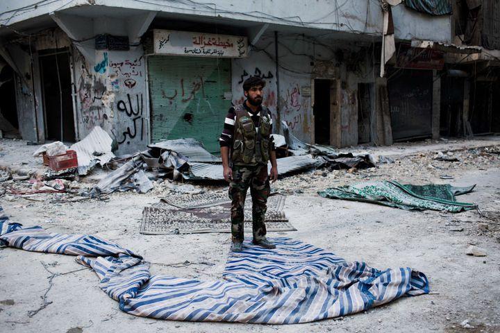 Un soldat de l'Armée syrienne libre à Alep, le 2 novembre 2012. (ED GILES / GETTY IMAGES EUROPE)