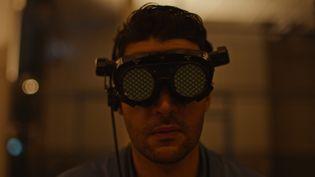 """Christopher Abbott dans """"Possessor"""" de Brendon Cronenberg (2021), présenté en compétition au 28e festival international du film fantastique de Gérardmer. (Copyright THE JOKERS)"""