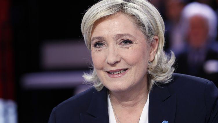 """Marine Le Pen, présidente du Front national et candidate à l'élection présidentielle, est l'invitéede """"L'émission politique"""", sur France 2, le 9 février 2017. (THOMAS SAMSON / AFP)"""