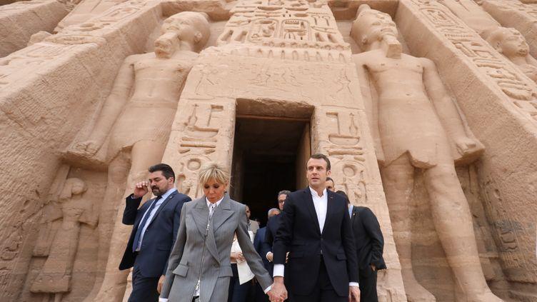 Brigitte et Emmanuel Macron, le 27 janvier 2019 à Abou Simbel (Egypte). (LUDOVIC MARIN / AFP)