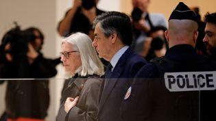 Penelope et François Fillon au palais de Justice de Paris lors de leur procès pour des soupçons d'emploi fictif, le 10 mars 2020. (THOMAS SAMSON / AFP)