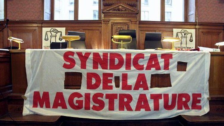 Une banderole du Syndicat de la magistrature (JACQUES DEMARTHON / AFP)