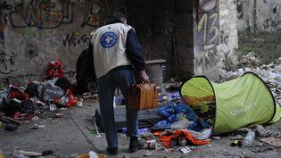 Une équipe de l'association Médecins du monde effectue une maraude, le 13 février 2012 à Marseille (Bouches-du-Rhône). (SEGURAN / ZEPPELINNETWORK / SIPA)