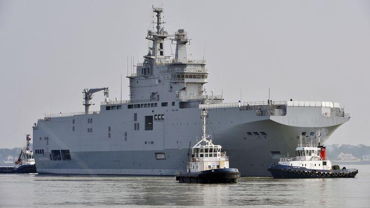L'un des deux Mistrals fabriqués pour la Russie, le 16 mars 2015 à Saint-Nazaire (Loire-Atlantique). (GEORGES GOBET / AFP)