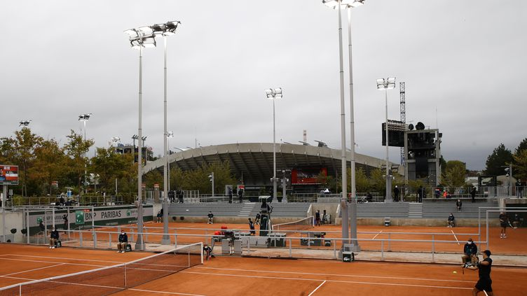 Un court quasiment vide à Roland Garros  (THOMAS SAMSON / AFP)