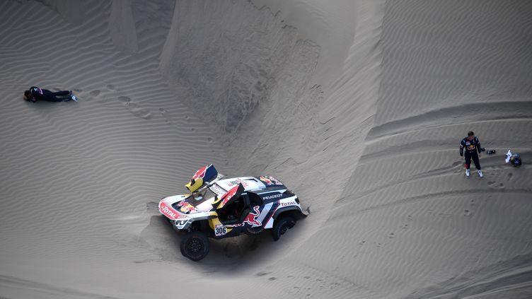 Daniel Elena (à gauche) et Sébastien Loeb (à droite) voient leurs espoirs s'envoler (FRANCK FIFE / AFP)