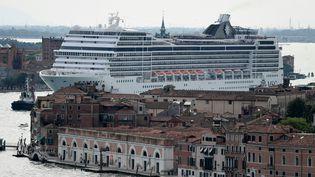 Le bateau de croisière MSC Magnifica partant de la lagune de Venise, le 9 juin 2019. (MIGUEL MEDINA / AFP)