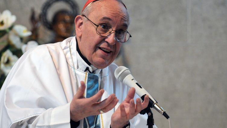 Jorge Mario Bergoglio lorsqu'il était archevêque de Buenos Aires (Argentine). (DAMIAN DOPACIO / AFP)
