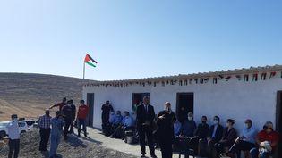 L'Autorité Palestinienne, des diplomates étrangers et des ONG se mobilisent pour éviter la destruction de l'école de Ras Al Tin, inaugurée à la dernière rentrée scolaire. (FREDERIC METEZEAU / RADIOFRANCE)