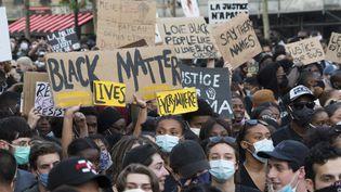 Manifestation en mémoire d'Adama Traore et George Floyd à Paris, le 2 juin 2020. (NIGEL DICKINSON / HANS LUCAS / AFP)