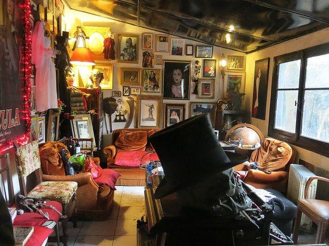 Aperçu de l'intérieur du musée des Vampires et des monstres de l'imaginaire, à l'époque situé aux Lilas. (JACQUES SIRGENT)