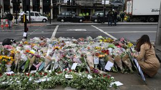Un espace de recueillement à Londres, le 6 juin 2017, en hommage aux vicitmes de l'attaque sur le London Bridge et dans le quartier duBorough Market. (MARKO DJURICA / X01390)