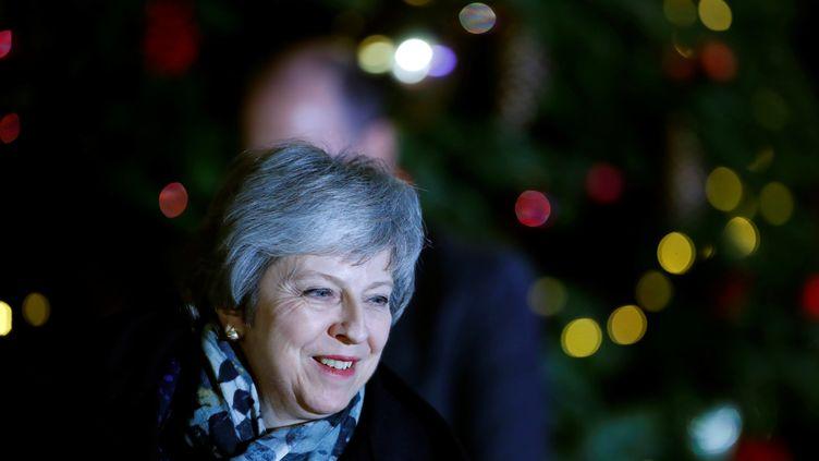 La première ministre britannique Theresa May arrive au 10, Downing Street, à Londres, le 12 décembre 2018. (EDDIE KEOGH / REUTERS)