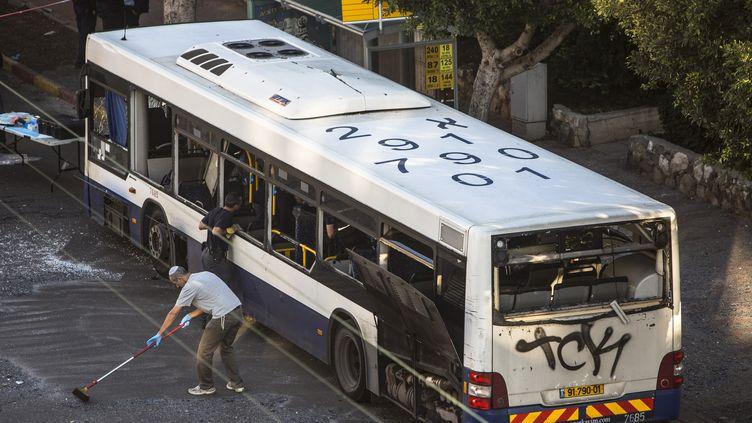 L'explosion dans un bus israélien àBat Yam près de Tel Aviv le 22 décembre 2013 (REUTERS )