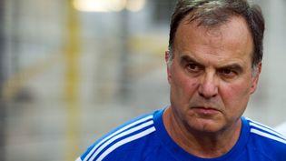 L'entraîneur argentin Marcelo Bielsa, le 2 août 2014 au Pontet (Vaucluse), alors qu'il dirigeait l'Olympique de Marseille. (BERTRAND LANGLOIS / AFP)
