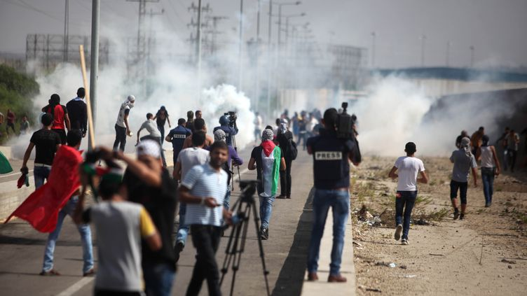 Des manifestants palestiniens aux abords du point de passage d'Erez, entre Israël et la bande de Gaza, mardi 13 octobre 2015.  (MAJDI FATHI / NURPHOTO)