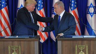 Donald Trump et Benyamin Nétanyahou après une conférence de presse, à Jérusalem, le 22 mai 2017. (MANDEL NGAN / AFP)